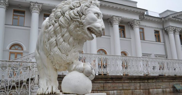 Lion Sculpture St Petersburg
