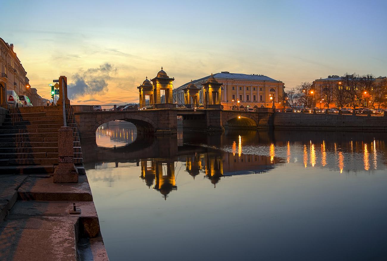 Lomonosov bridge
