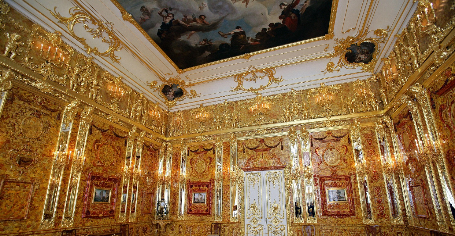 Amber room when having day tour