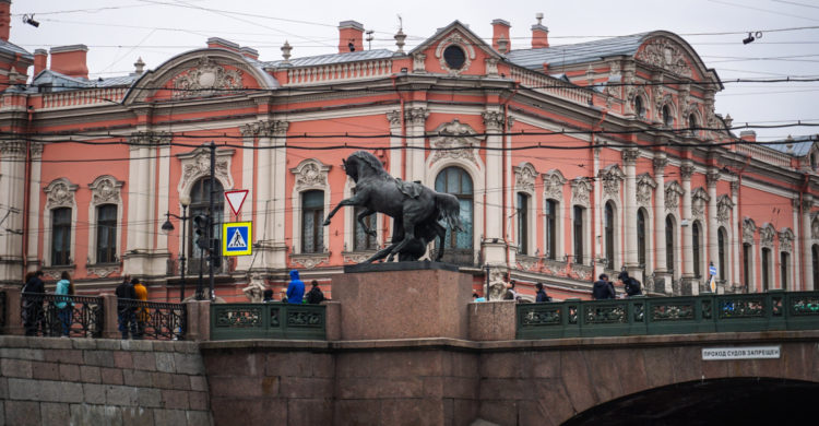 st petersburg bridge horse