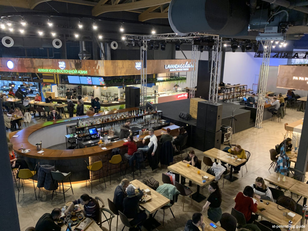 There are many restaurants in the shopping mall Galeria, Saint Petersburg