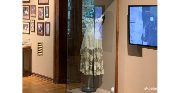 Exposition element. Dress that belonged to Matilda Kshesinskaya is located in the former mansion of hers.