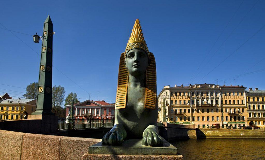 Sphinx of the Egyptian bridge