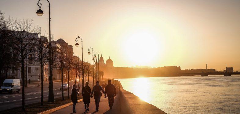 People walking along the promenade in Petersburg