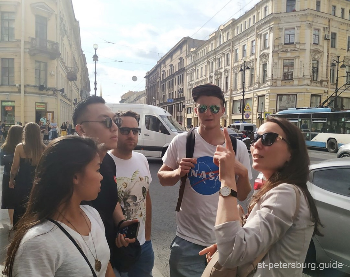 Private guide Anna Gaplichnaya with a group of international tourists on Nevsky Prospect